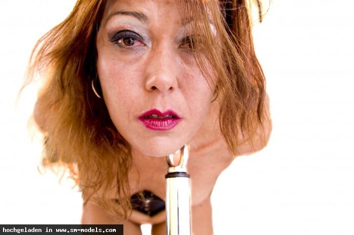 the_darkest_side (Fotograf ,Männlich ,PLZ 716) - Gesicht in schöne Position. Gehts noch ein wenig länger? / Denise123 - Bild 10510 - SM-Models.COM