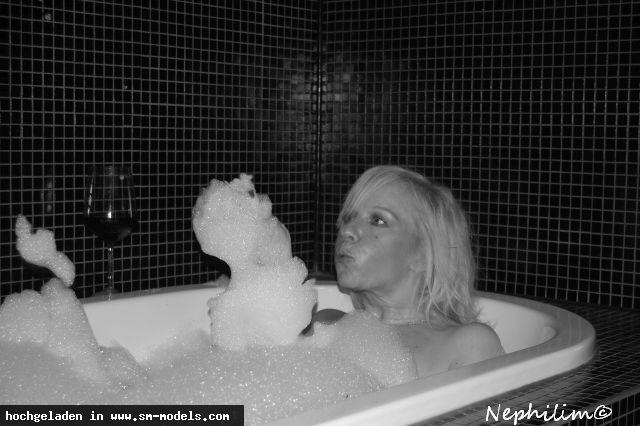Danielle (Model ,Weiblich ,PLZ 491) in der Badewanne - Bild 14467 - SM-Models.COM