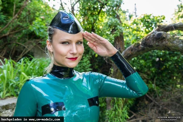 MystiqueVie (Fotograf ,Weiblich ,PLZ 1170 - Österreich) - HornyRubberGirls -- Military Chicks Atelier Mystique Photography / HornyRubberGirls -- Military Chicks - Bild 8469 - SM-Models.COM