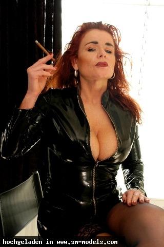 Bizarrhexe_Ashley_Stone (Model ,Weiblich ,PLZ 47608) - Lady mit Cigarrillo / Tr - Bild 4808 - SM-Models.COM