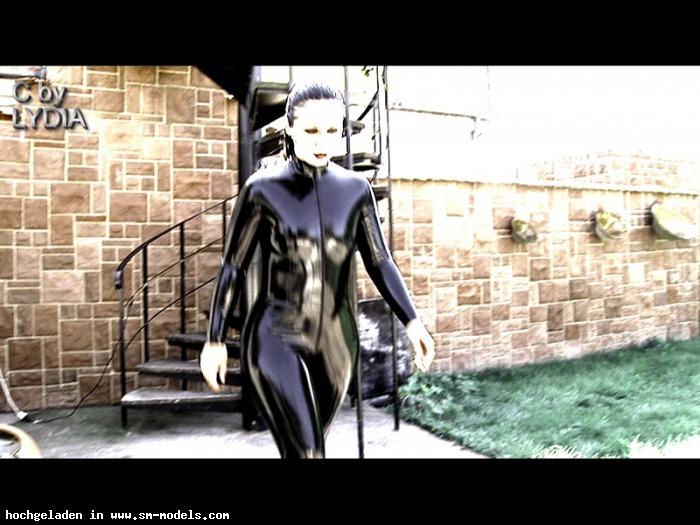 lydiaprivat (Model ,Weiblich ,PLZ 761) - szenenfoto aus meinem lydiaprivat latexfilm / latexgier - Bild 6891 - SM-Models.COM